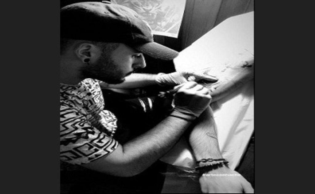 Hector Valdivia Tatuando